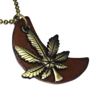 Collier avec chaine à billes et feuille de cannabis sur lune de cuir